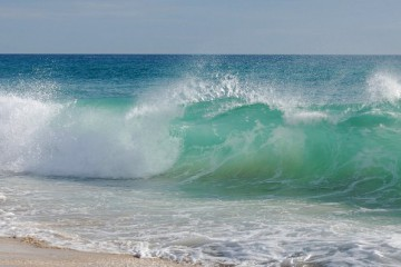 7040472-beach-waves-background_2