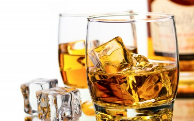 whiskey-glasses-ice-cubes-bottle