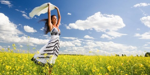 HappyWomanWithScarfInYellowFlowerField-850x400
