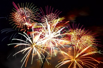 New_Years_Eve_Fireworks_LightUp_The_Night2012_freecomputerdesktopwallpaper_1920