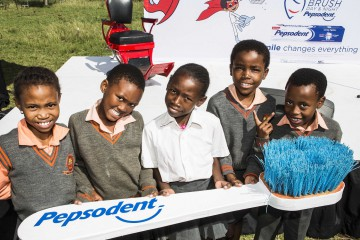 Pepsodent 2 - Children at event