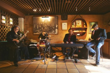 DELHEIM SWINGS TO CHEESE FONDUE & JAZZ SUNDAYS