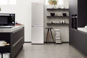 SAMSUNG SUPPORTS PEOPLE'S DESIRES TO DE-CLUTTER, SIMPLIFY AND ENRICH THEIR LIVES
