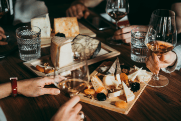 ENTERTAIN YOUR GUESTS WITH A WINE AND CHEESE PAIRING THIS FESTIVE SEASON
