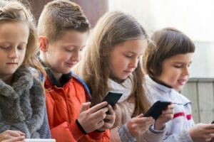 Help your kids develop good cellphone habits