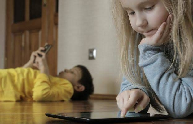 SAFE DOWNLOADING HABITS: WHAT TO TEACH YOUR KIDS