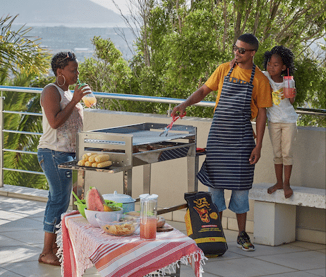 SUMMER ENTERTAINING – SOME TIPS TO FRESHEN UP YOUR OUTDOOR SPACE