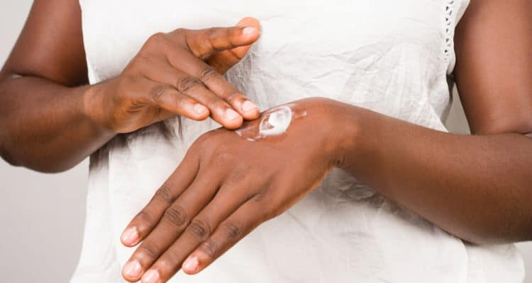 SIMPLE SKINCARE TIPS FOR THE CHANGE OF SEASON