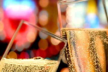 5 REASONS WHY BUBBLY DRINKERS MAKE THE BEST FRIENDS
