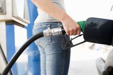FIVE DRIVING TIPS TO HELP YOU SAVE MONEY AT THE FUEL PUMP