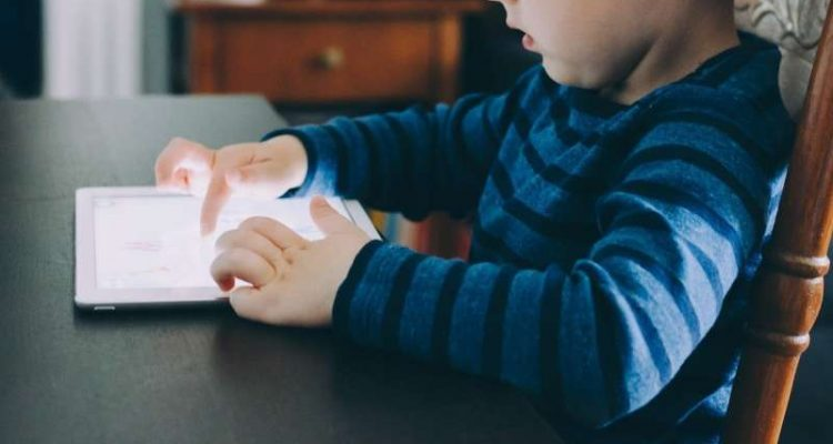 FIVE SURPRISING BENEFITS OF MOBILE GAMING FOR YOUR CHILD