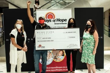 GENEROSITY OF HYDE PARK CORNER SHOPPERS RESULTS IN R10K DONATION TO RAYS OF HOPE